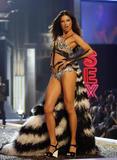 th_96117_Victoria_Secret_Celebrity_City_2007_FS365_123_105lo.JPG