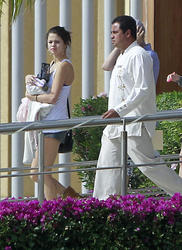 th 968631736 tduid300217 SelenaGomezinShortsSeeninMexico3 122 105lo Selena Gomez in Shorts Seen in Mexico, 6 January 2012