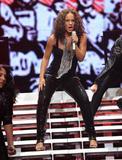 Alicia Keys ( Алисия Кис ) - Страница 2 Th_21959_aliciakeysperformsatmadisonsquaregardentikipetercelebritycity121_123_106lo