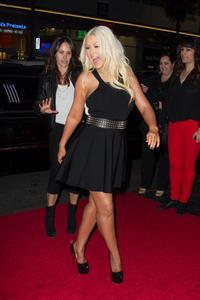 [Fotos+Videos] Christina Aguilera en la Premier de la 4ta Temporada de The Voice 2013 - Página 4 Th_986134866_Christina_Aguilera_82_122_112lo