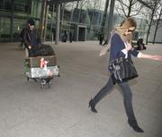 Роузи Хантингтон-Уайтли, фото 1560. Rosie Huntington-Whiteley Huntington Whiteley London Heathrow Airport MAR-2-2012, foto 1560