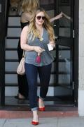 http://img201.imagevenue.com/loc469/th_011883993_Hilary_Duff_Nine_Zero_One_Salon7_122_469lo.jpg