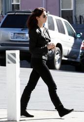 Nov 22, 2010 - Ashley Greene - At The Gas Station Th_12891_tduid1721_Forum.anhmjn.com_20101128094927001_122_478lo
