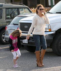 Брук Берк, фото 1445. Brooke Burke playing in the park with her kids in Malibu, february 20, foto 1445