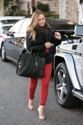 http://img201.imagevenue.com/loc498/th_176432491_Hilary_Duff_Leaving_The_Chris_McMillan_Hair_Salon19_122_498lo.jpg