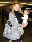 http://img201.imagevenue.com/loc537/th_177153886_Hilary_Duff_arriving_at_LAX11_122_537lo.jpg
